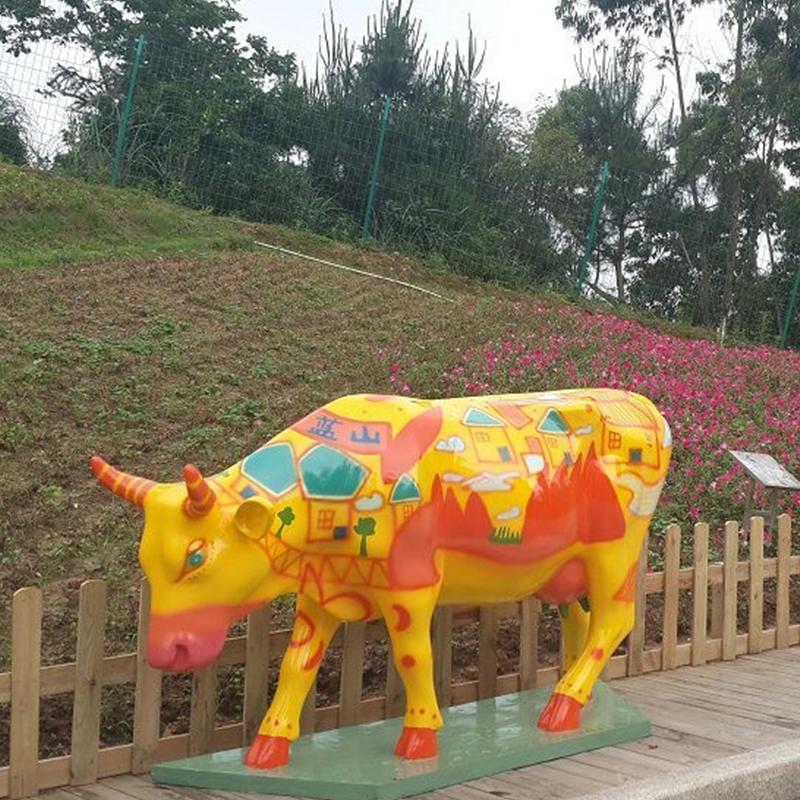 彩繪牛雕塑.jpg