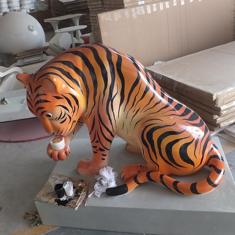 老虎造型雕塑.jpg