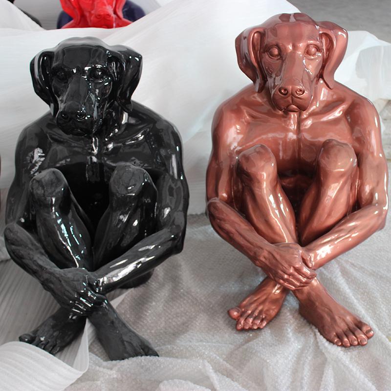 創意狗頭人身雕塑.jpg