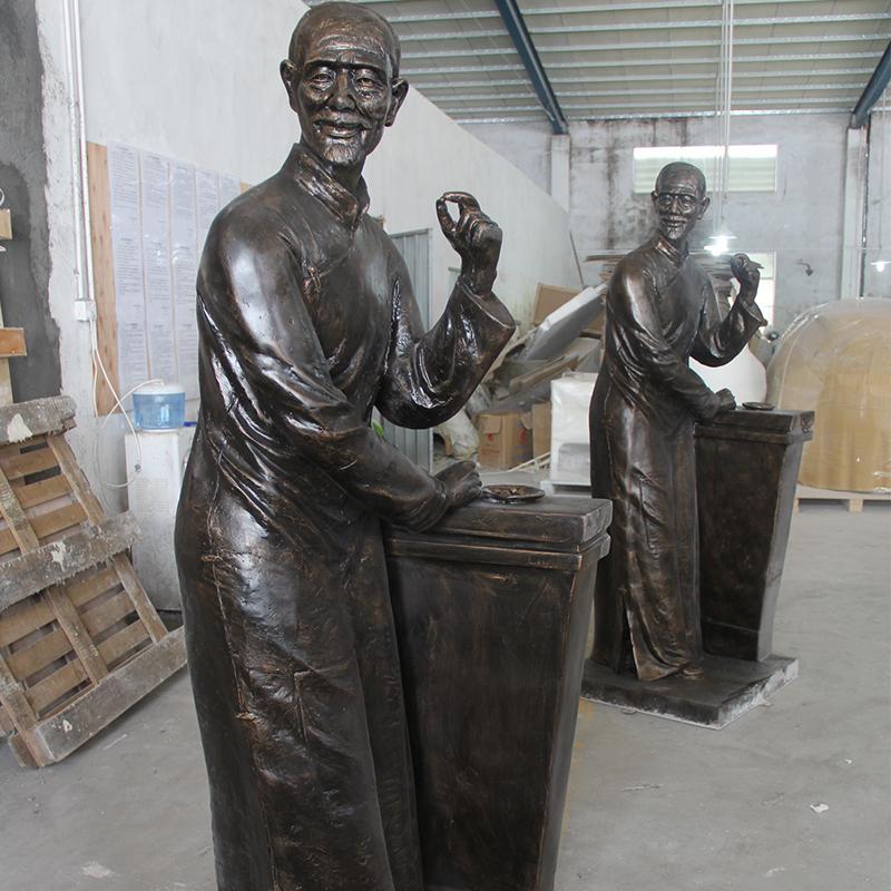 仿銅人物雕塑.jpg
