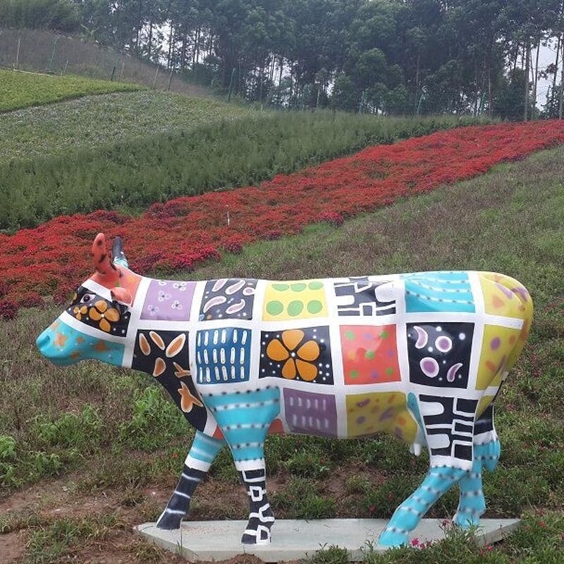奶牛雕塑.jpg